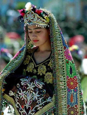 乌孜别克族女子服饰
